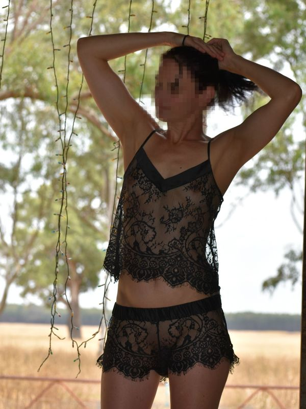 Sizzling aus country girl